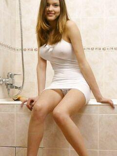 Сексуальные красавицы демонстрируют сиськи и письки - секс порно фото