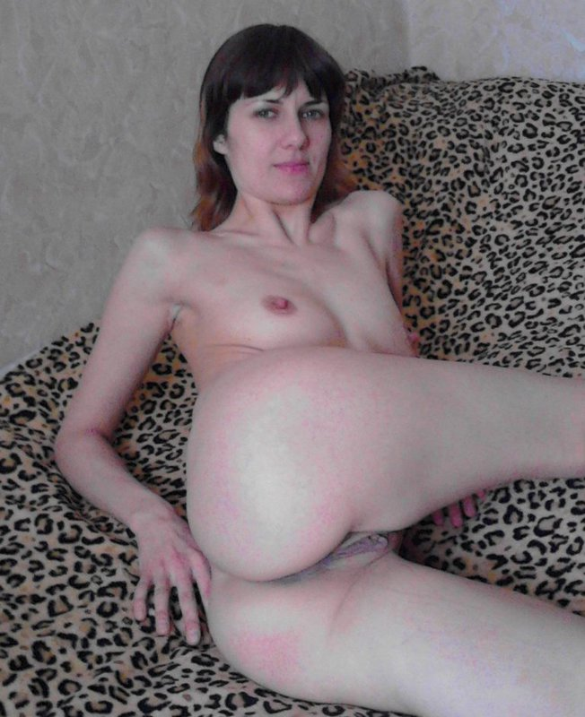 Худенькая мамаша проветрила свою вульву - секс порно фото