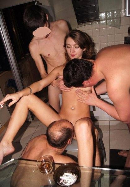 Похотливые чики трахаются с любовниками - секс порно фото