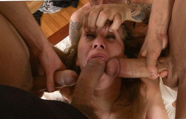 Сучки получают удовольствие от групповухи - секс порно фото
