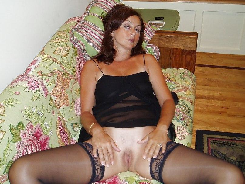 Возбужденные мамаши подставляют пилотки - секс порно фото