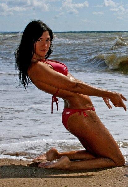 Худая мамзель сняла купальник и проветрила промежность - секс порно фото