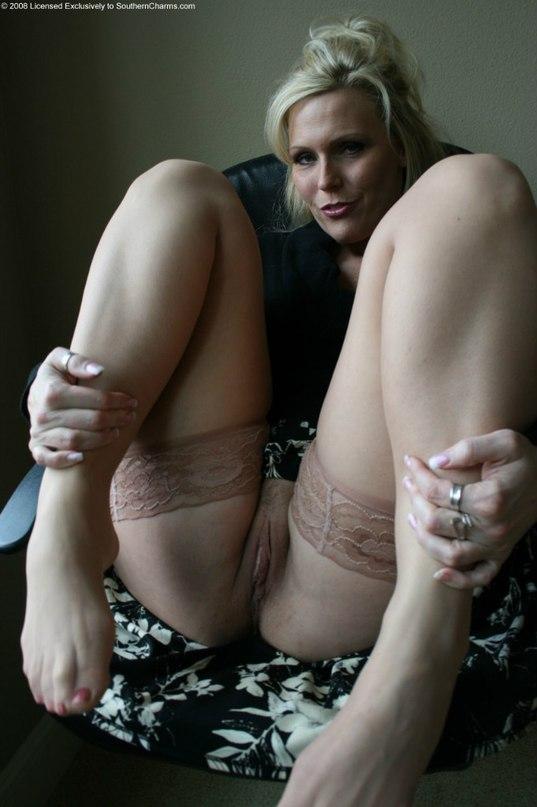 Развратные дамы обнажили прелестные места - секс порно фото