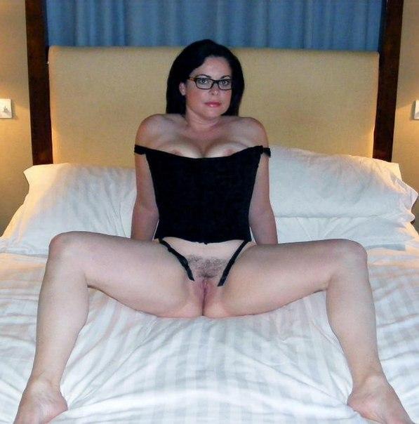 Пышнотелые красотки хвастаются своими прелестями - секс порно фото