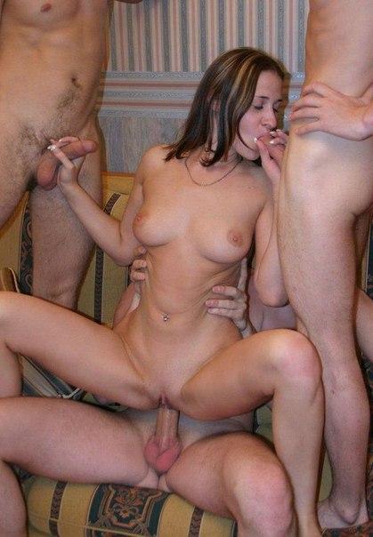 Выставляют прелести и умело посасывают - секс порно фото