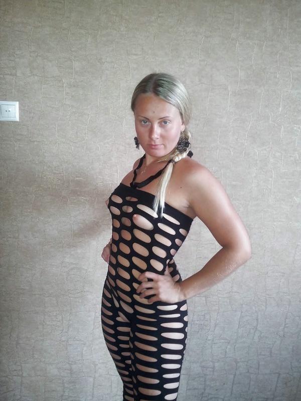 Надела откровенный наряд и начала позировать - секс порно фото