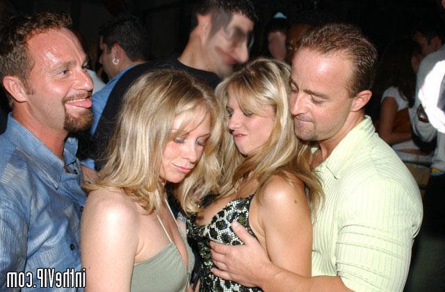 Беспардонная Марина отдалась парню в ночном клубе - секс порно фото