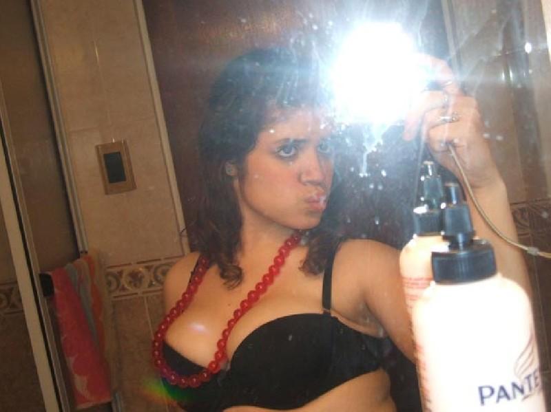 Взяла камеру и сделала снимки обнаженной груди - секс порно фото