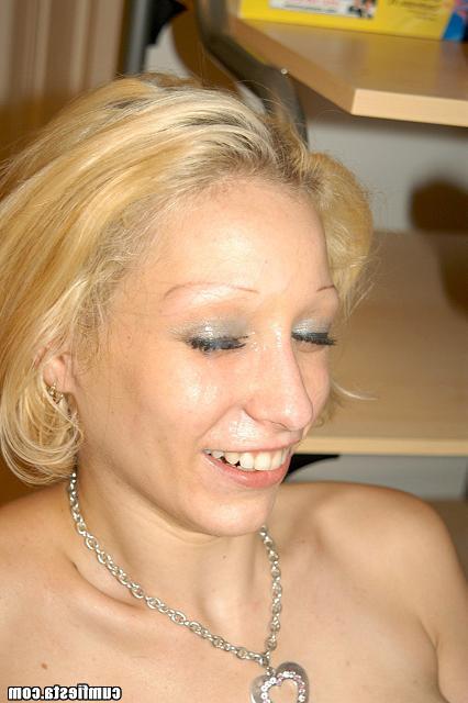 Надел презерватив и как следует натянул блонду - секс порно фото