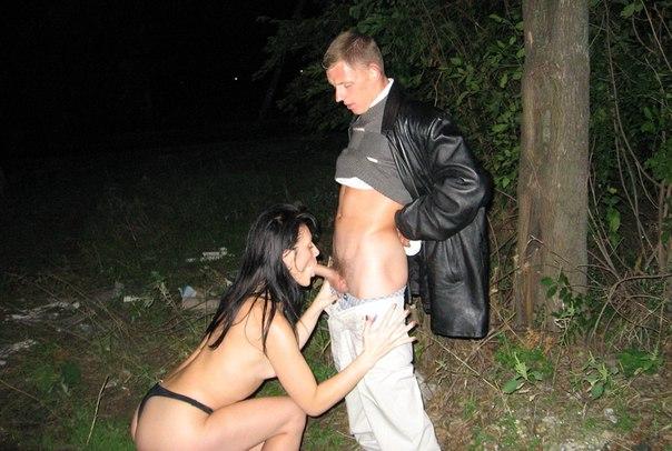 Трахальщики офритюрили давалку в автомобиле - секс порно фото