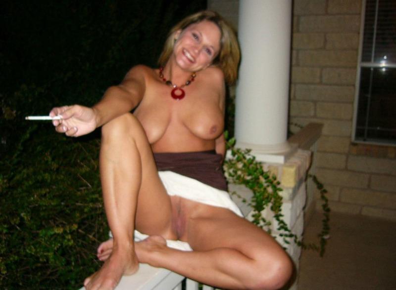 Зрелая соблазнительница проветрила киску - секс порно фото