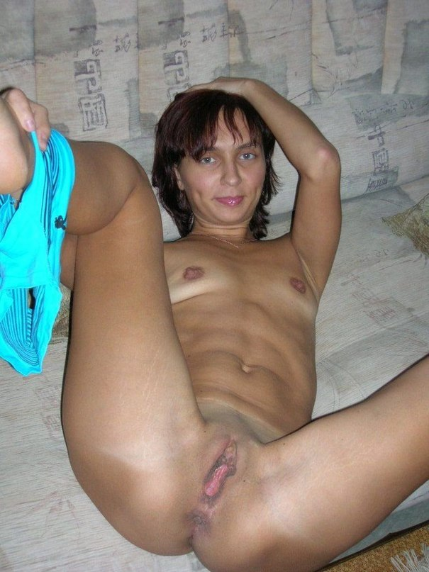Сучки всех возрастов любят проветривать письки и получать оргазмы - секс порно фото