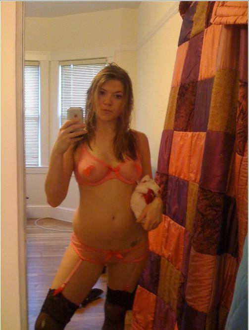 Откровенные селфи стройных девушек перед зеркалом - секс порно фото