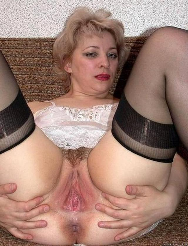 Горячие домохозяйки показывают голые киски - секс порно фото