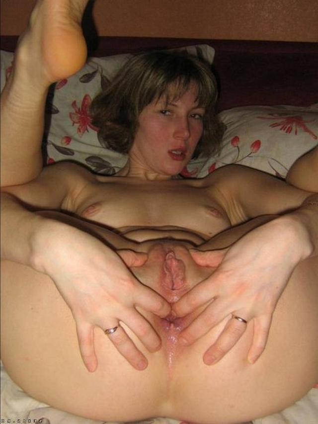 Мамашки раздвигают ножки и показывают свои сочные пилотки - секс порно фото