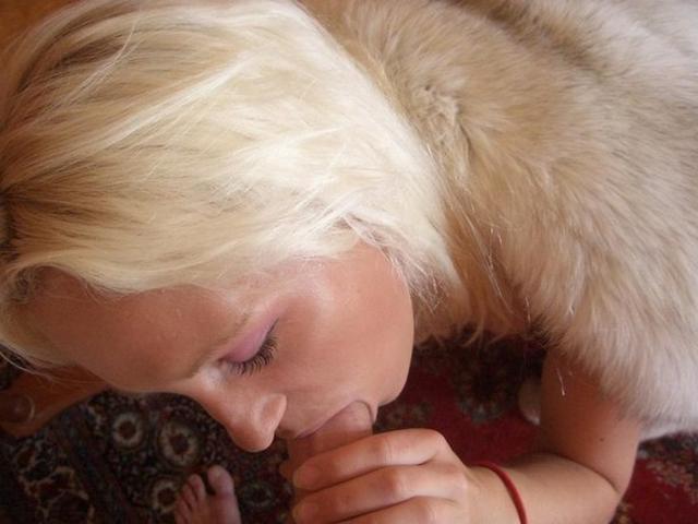 Молодые куколки показывают  попки и занимаются анальным сексом - секс порно фото