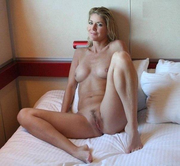 Крали в домашней обстановке показывают свои прелести - секс порно фото