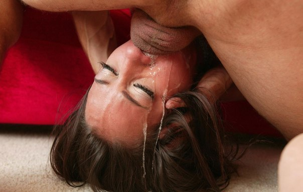 Девушки заглатывают  по яйца - секс порно фото