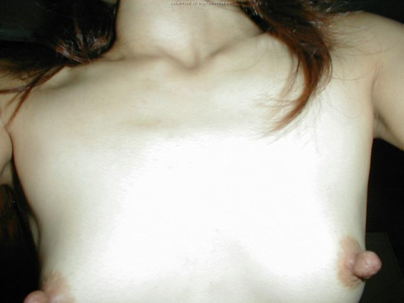 18-летнюю азиатку трахают в разных позах в презервативе - секс порно фото