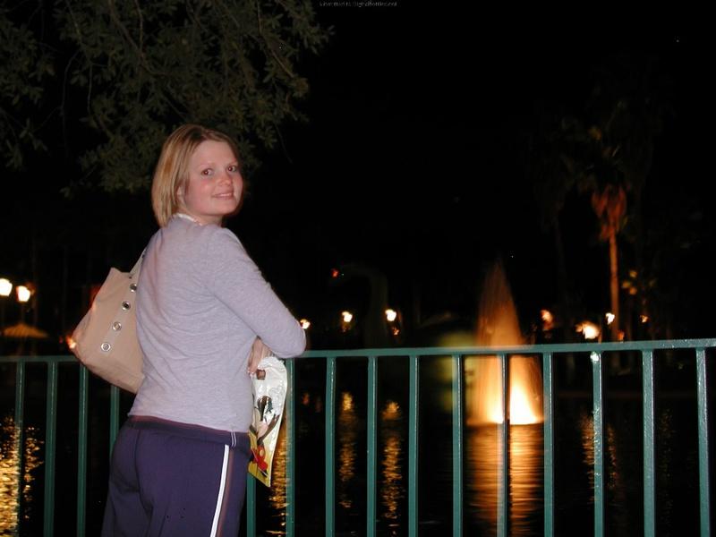 Американка отсасывает мужу после ночной прогулки - секс порно фото