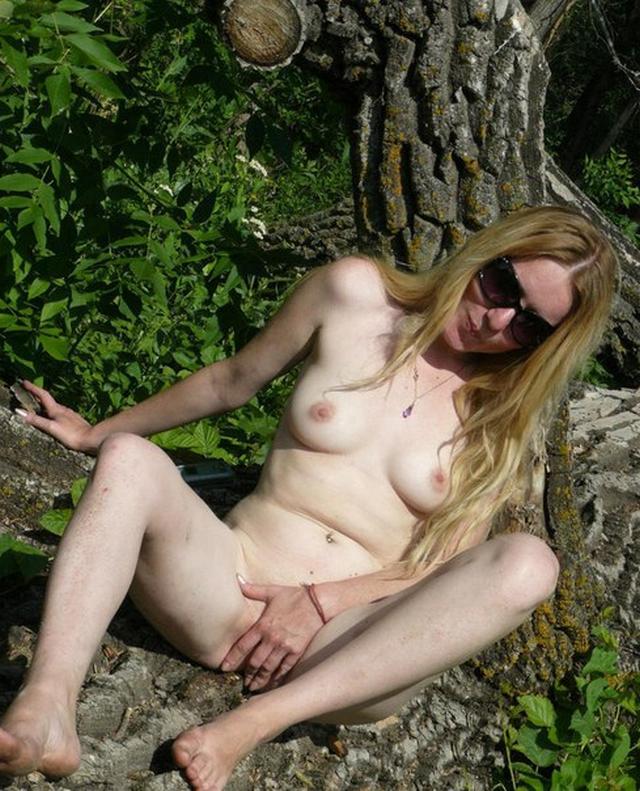 Шалавы искушают обнаженными прелестями - секс порно фото